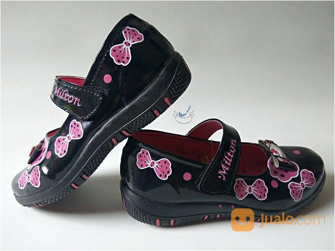 koleksi foto dan model serta gambar sepatu anak perempuan wanita mengenai Sepatu Anak Perempuan Cewek Wanita Hello Kitty