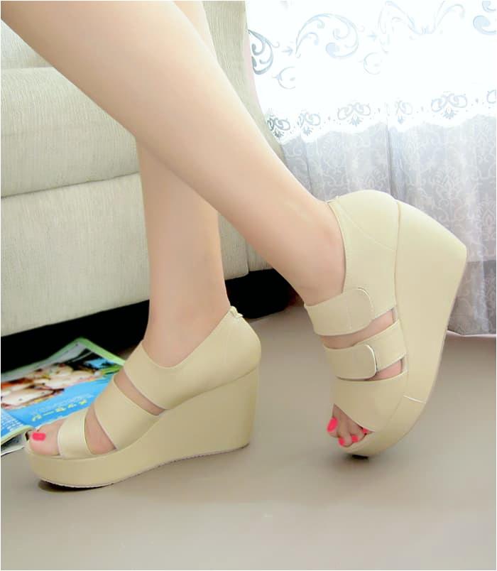 b af 83a2 45a0 8c9f 53fa81e18c68 1393 1600 mengenai Jual Wedges Wanita Sendal Sepatu Wedges Wanita SDW49 Jakarta Pusat srikandi shoes