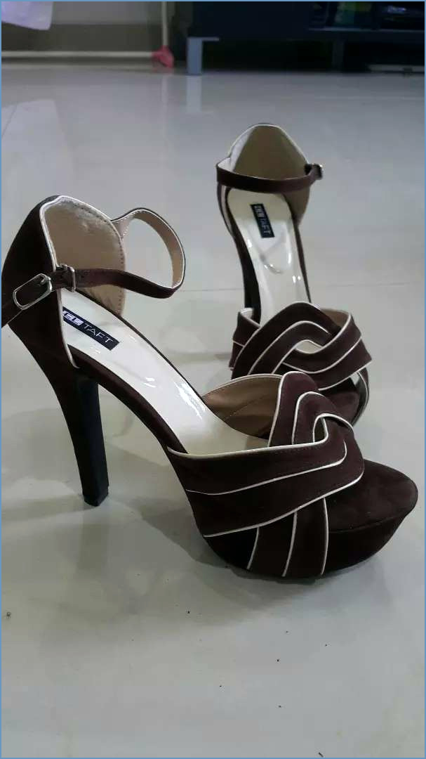 image s=850x0 mengenai Sepatu High Heels Wanita