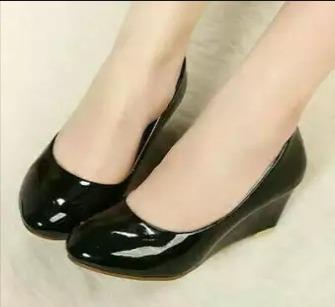 Sepatu Wanita Lucky Wedges Polos Hitam